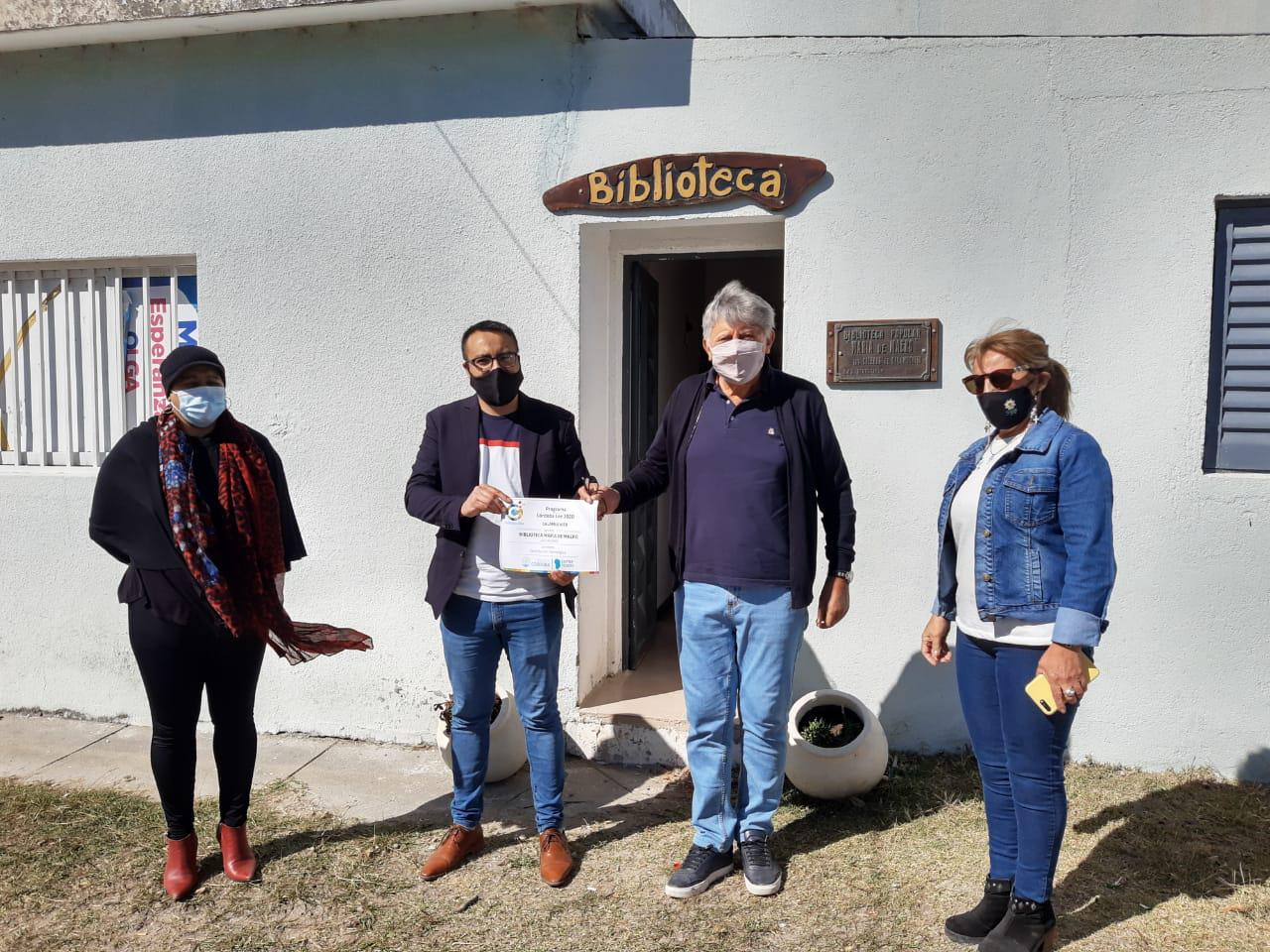 El presidente de la Comunidad Regional Calamuchita, Carlos Alesandri, Entregando Materiales a la Comuna de Las Caleras